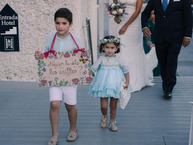 La boda de Luisfer y Maria en El Puerto De Santa Maria, Cádiz 17