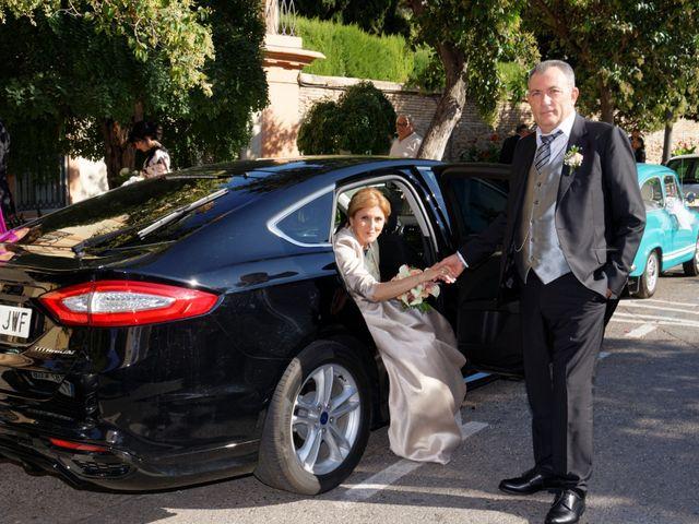 La boda de Jose y Lourdes en Valencia, Valencia 37