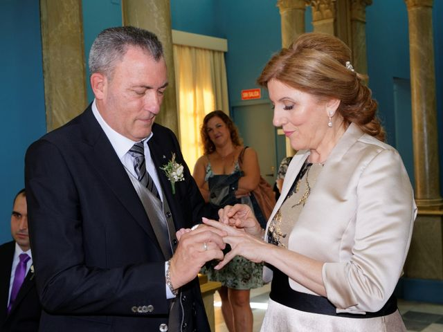 La boda de Jose y Lourdes en Valencia, Valencia 42