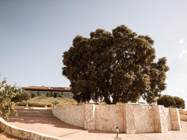 La boda de Juan Manuel y Carolina en La Torre De Esteban Hambran, Toledo 34