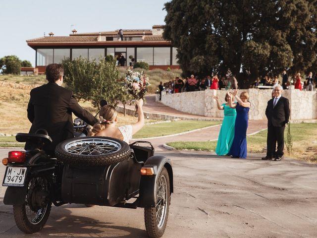 La boda de Juan Manuel y Carolina en La Torre De Esteban Hambran, Toledo 81