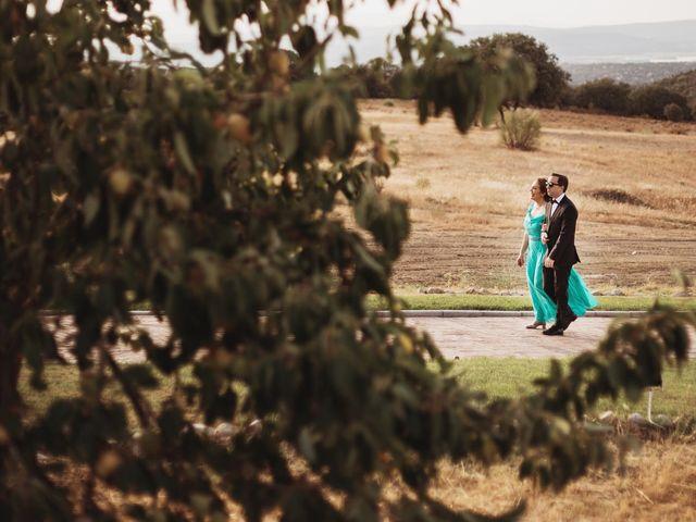 La boda de Juan Manuel y Carolina en La Torre De Esteban Hambran, Toledo 85