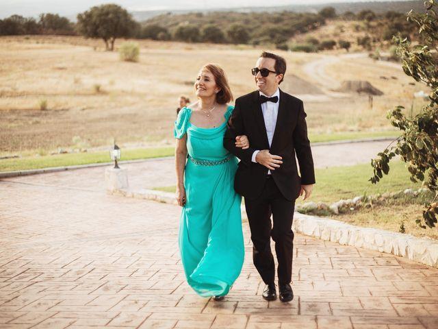La boda de Juan Manuel y Carolina en La Torre De Esteban Hambran, Toledo 86