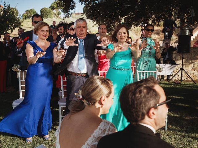La boda de Juan Manuel y Carolina en La Torre De Esteban Hambran, Toledo 93