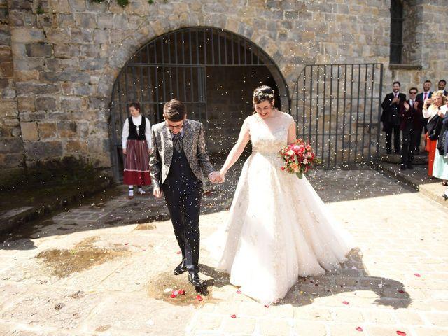 La boda de Imanol y Irati en Pamplona, Navarra 35