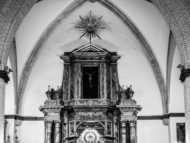 La boda de Fernando y Irene en La Puebla Del Rio, Sevilla 47