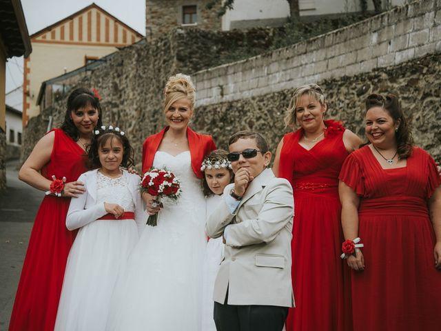 La boda de Miguel y Nuria en Sosas De Laciana, León 13