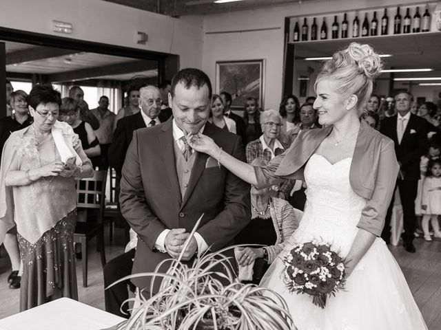La boda de Miguel y Nuria en Sosas De Laciana, León 18