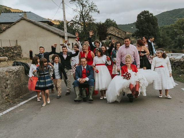 La boda de Miguel y Nuria en Sosas De Laciana, León 24