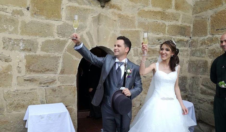 La boda de José Miguel y Olga en Olite, Navarra