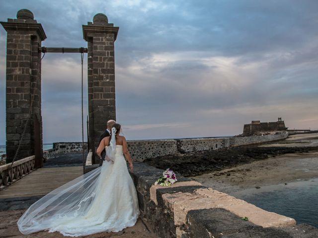 La boda de Jacopo y Azahara en Playa Blanca (Yaiza), Las Palmas 27