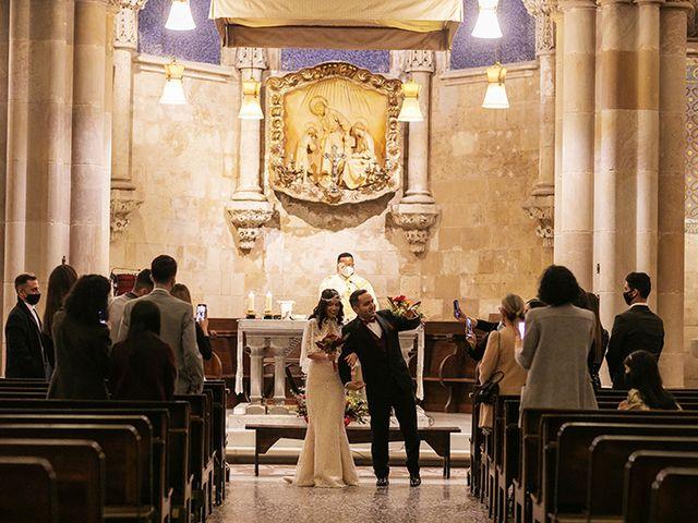 La boda de Wallys y Carla  en Barcelona, Barcelona 28