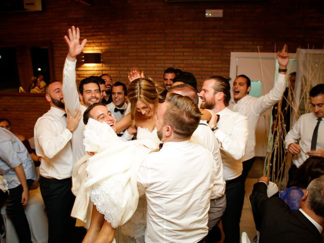 La boda de Carlos y Mireia en Sant Vicenç De Montalt, Barcelona 23