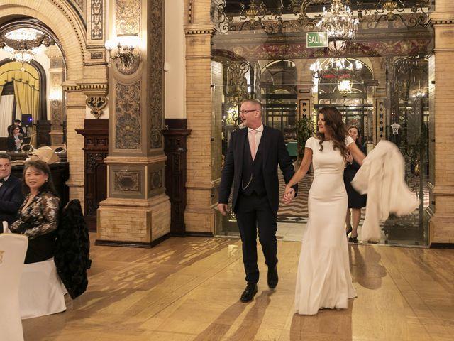 La boda de Gareth y Marta en Sevilla, Sevilla 47