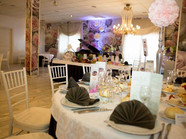 La boda de Juan y Mercedes en Chiclana De La Frontera, Cádiz 33