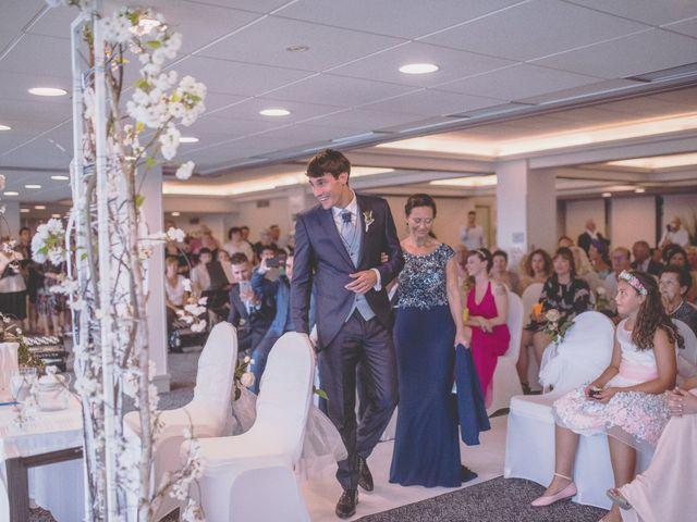 La boda de Abraham y Naiara en Donostia-San Sebastián, Guipúzcoa 16