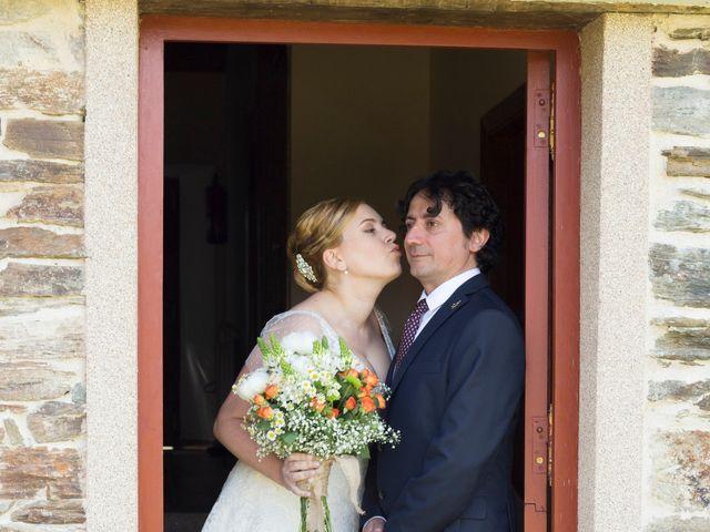 La boda de Toni y Pati en Viladavil (Santa Maria), A Coruña 17