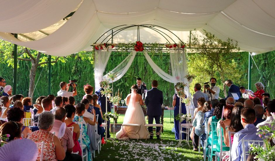 La boda de Emilio  y María en Villarrobledo, Albacete