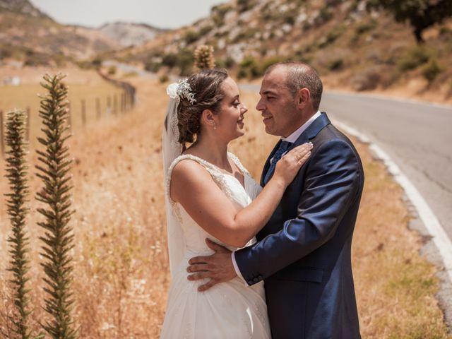 La boda de Manolo y Rocío en Villaluenga Del Rosario, Cádiz 3