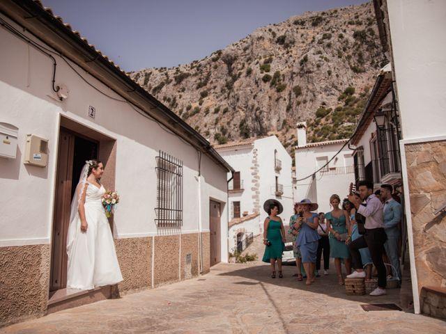 La boda de Manolo y Rocío en Villaluenga Del Rosario, Cádiz 14
