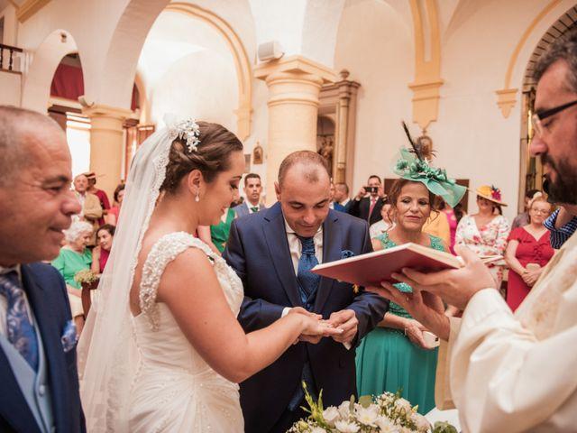 La boda de Manolo y Rocío en Villaluenga Del Rosario, Cádiz 15