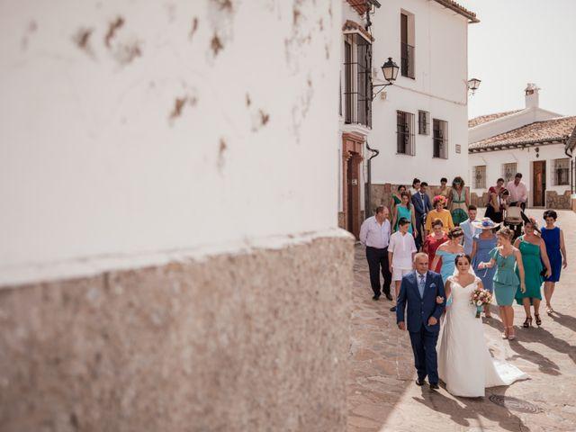 La boda de Manolo y Rocío en Villaluenga Del Rosario, Cádiz 17