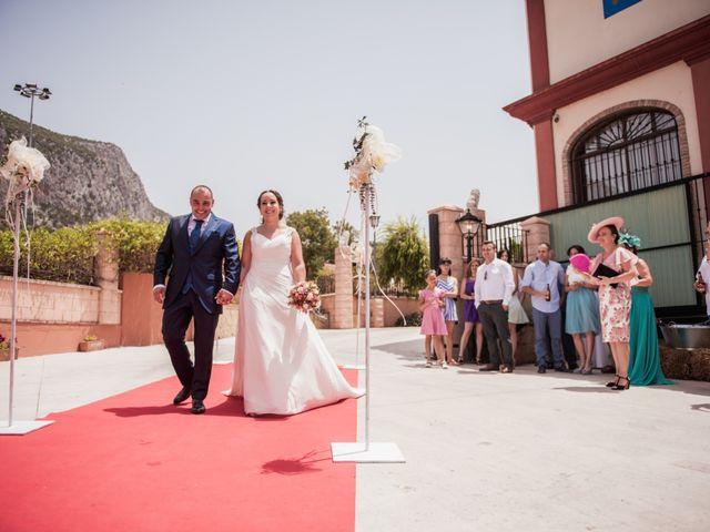 La boda de Manolo y Rocío en Villaluenga Del Rosario, Cádiz 23
