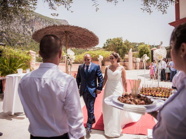 La boda de Manolo y Rocío en Villaluenga Del Rosario, Cádiz 24