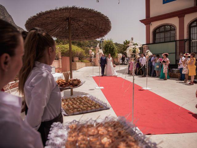 La boda de Manolo y Rocío en Villaluenga Del Rosario, Cádiz 31