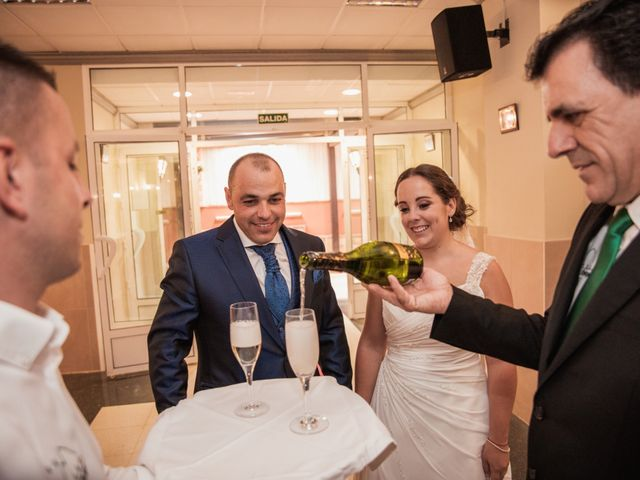 La boda de Manolo y Rocío en Villaluenga Del Rosario, Cádiz 35