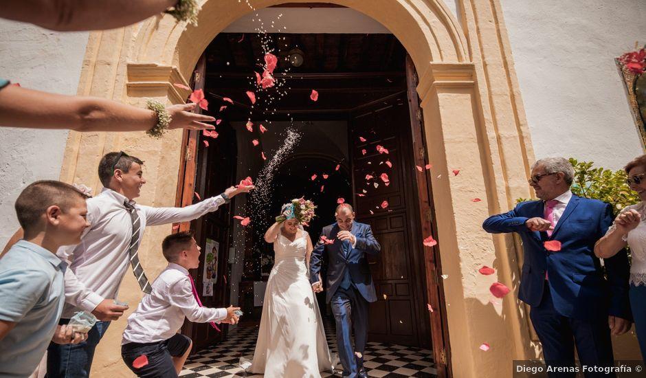 La boda de Manolo y Rocío en Villaluenga Del Rosario, Cádiz