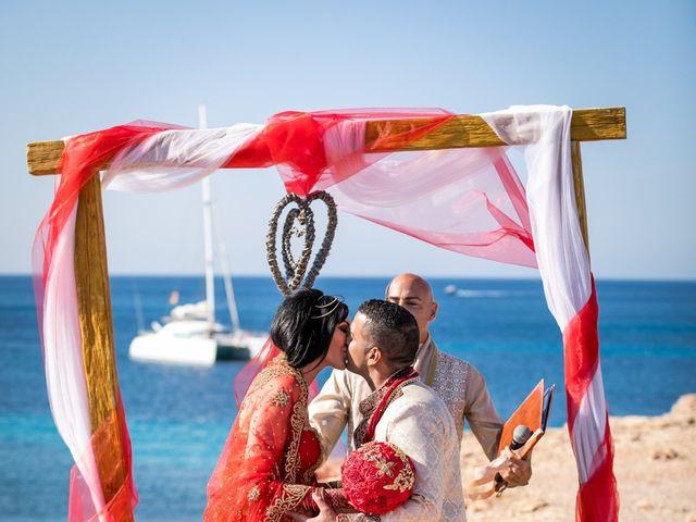 La boda de Ish y Naz en Cala Conta, Islas Baleares 11