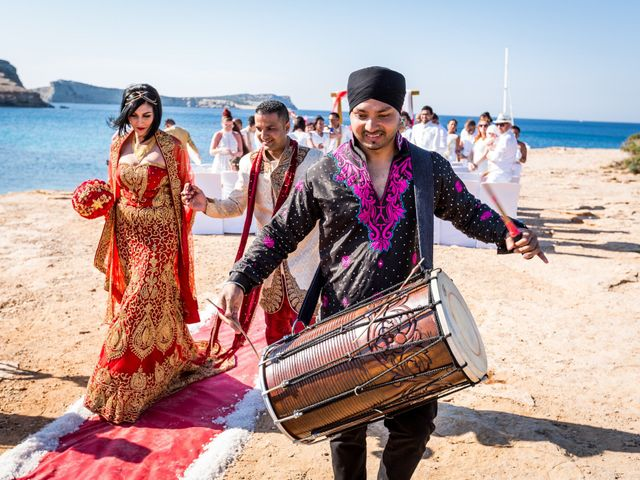 La boda de Ish y Naz en Cala Conta, Islas Baleares 18