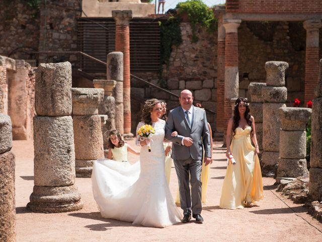 La boda de Alberto y Estíbaliz en Mérida, Badajoz 43