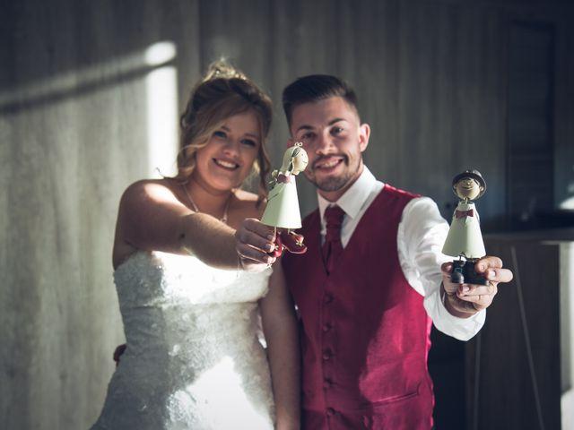 La boda de Cristian y Laura en Torroella De Montgri, Girona 24