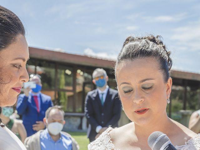 La boda de Fernanda y Maria en Naveces, Asturias 25