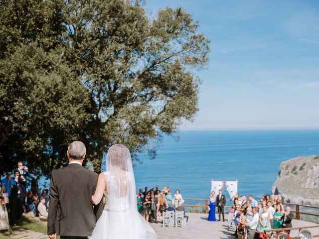 La boda de Sergio y Nagore en Bermeo, Vizcaya 21