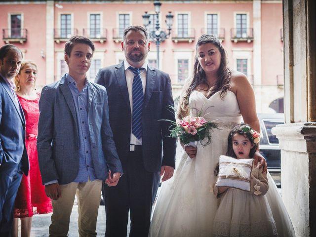 La boda de Jose y Isabel en Gijón, Asturias 23
