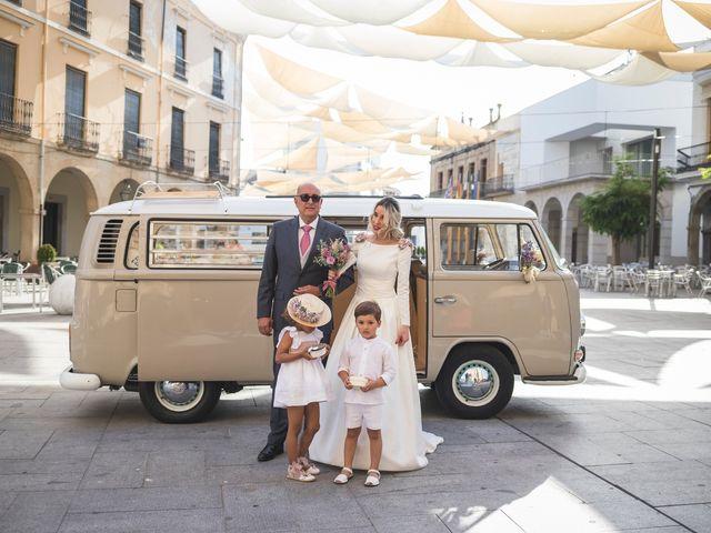 La boda de Jair y Elena en Villanueva De La Serena, Badajoz 13