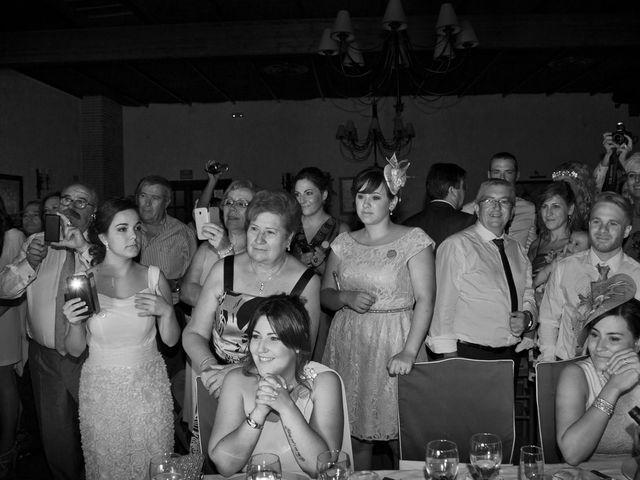 La boda de Juan Carlos y Miriam en Casas De Los Pinos, Cuenca 38