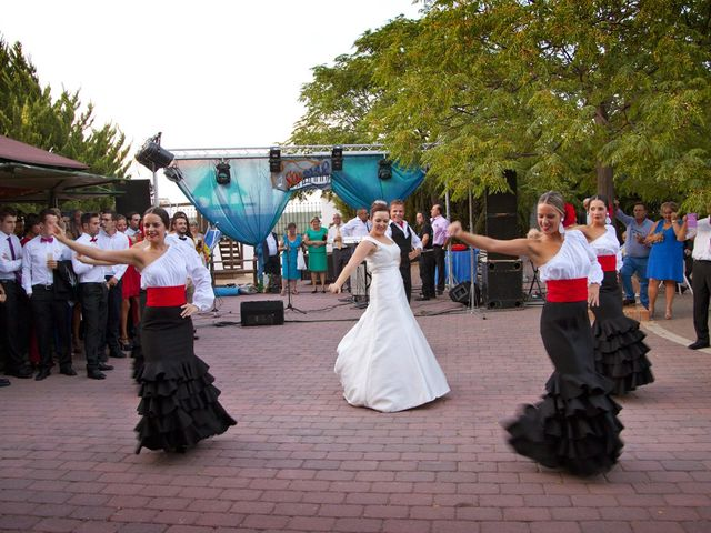 La boda de Juan Carlos y Miriam en Casas De Los Pinos, Cuenca 40