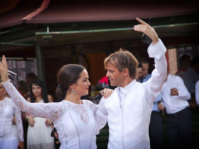La boda de Juan Carlos y Miriam en Casas De Los Pinos, Cuenca 42