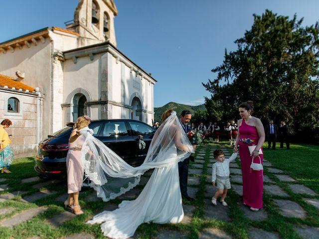 La boda de Dennis y Laura en Oviedo, Asturias 28