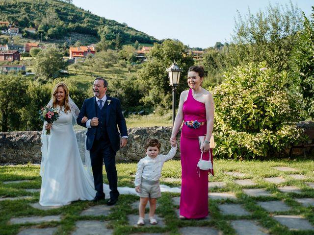 La boda de Dennis y Laura en Oviedo, Asturias 29