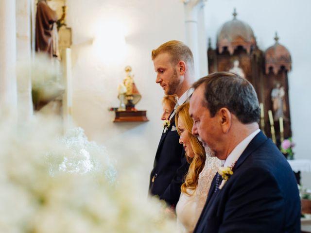 La boda de Dennis y Laura en Oviedo, Asturias 31