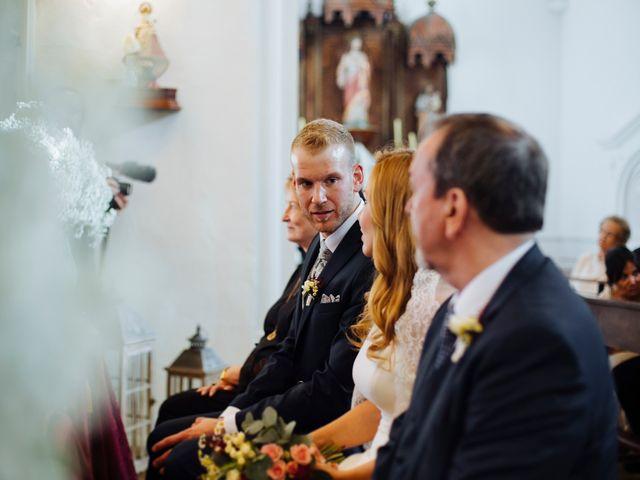 La boda de Dennis y Laura en Oviedo, Asturias 36