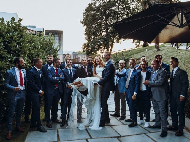 La boda de Dennis y Laura en Oviedo, Asturias 69