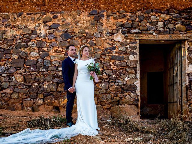 La boda de Alberto y Almudena en Valdepeñas, Ciudad Real 28
