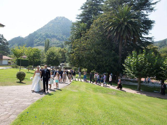 La boda de Javier y Beatriz en Puente Viesgo, Cantabria 13