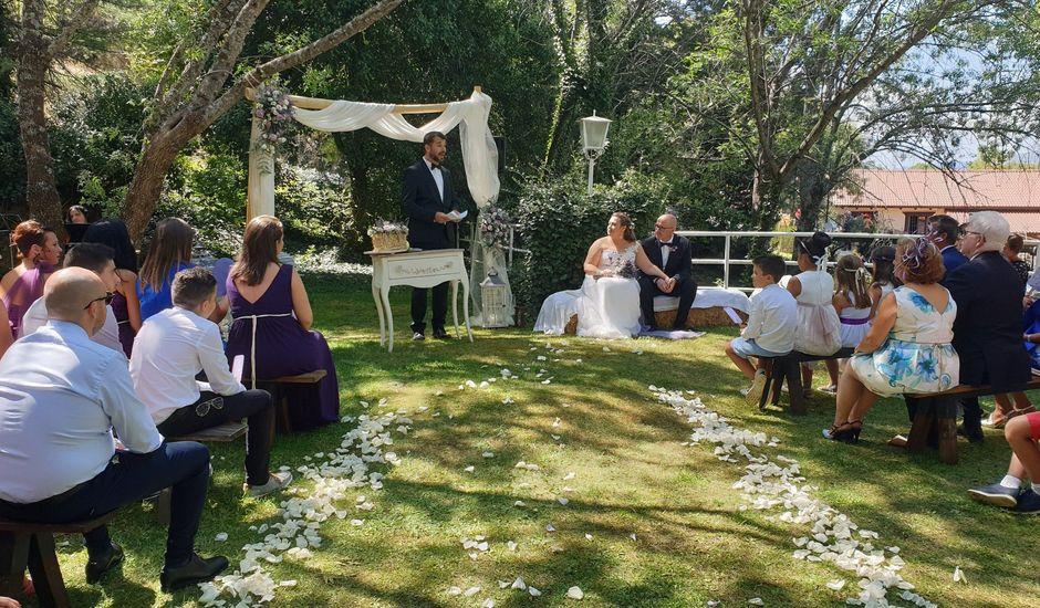 La boda de Cristian  y Sylvia en Navaluenga, Ávila